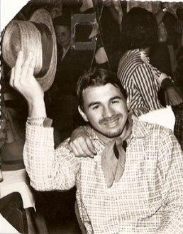 o então jovem Marco Dedini Ricciardi, em festa junina prestigiada pela coluna social