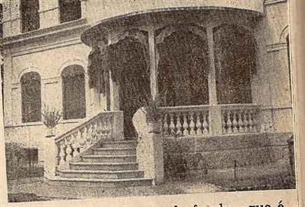 sala de visitas, andar superior, com foto de Herbert Boyes