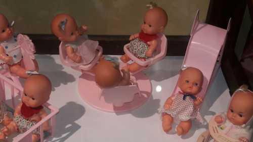 Bonecas antigas são expostas no Museu Prudente de Moraes