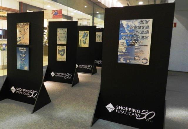 Exposição de cartazes no Shopping Piracicaba
