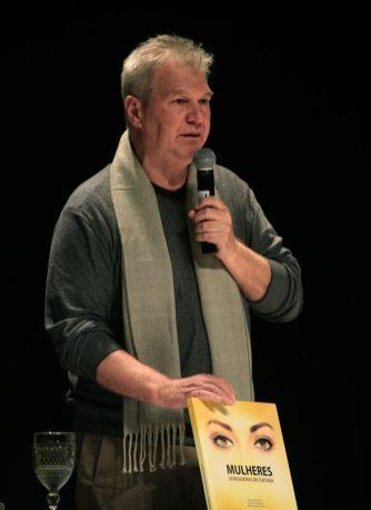 Arnaldo Branco Filho é editor e um dos autores da obra