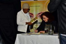 Sessão de autógrafos com a autora Patrícia Fuzeti Elias