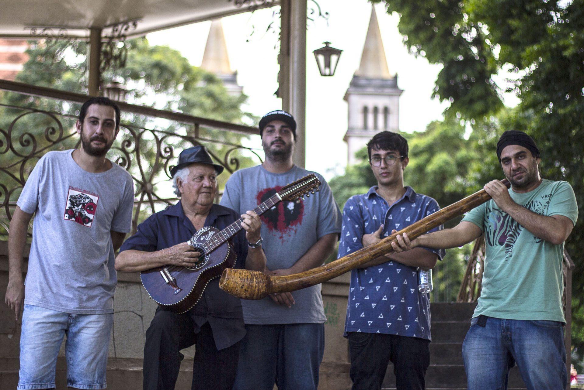Praça José Bonifácio recebe desafio entre cururueiros e rappers