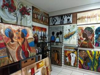 """Obras da artista plástica de Campo Largo, no """"Ateliê Ariane Bianco"""""""