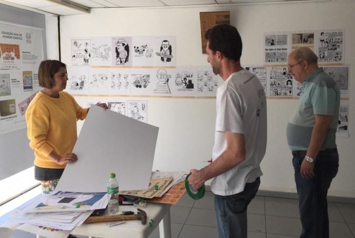 Equipe trabalha na montagem da mostra FOTO DIVULGAÇÃO