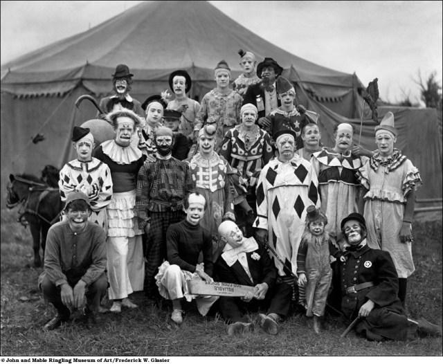 Foto: http://fottus.com/pessoas/circo-no-inicio-do-seculo-passado/
