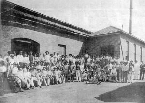Figura 01: A Krähenbühl, com seus funcionários no início do século XX. Arquivo Museu Prudente de Moraes.