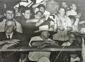 Equipe que venceu o Bragantino na partida final no Pacaembu. Em pé: Mello Ayres (médico), Protti, Zé Carlos, Hidalgo, Claudinei, Piloto e Neves. Agachados: Índio (massagista), Amauri, Warner, Joaquinzinho, Eli Cotucha e Piau.