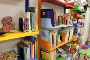 Livros e jogos educativos são utilizados diariamente pelas crianças na Sala do Curumim_Crédito Acervo Sesc Piracicaba