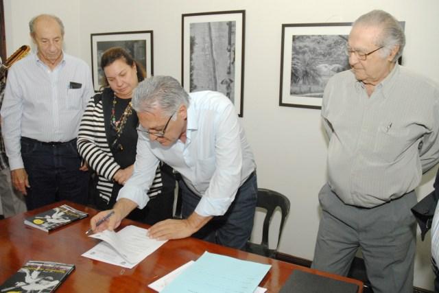 Assinatura decreto - Justino Lucente 1