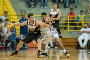 Leonardo Oliveira, ala e armador do basquetebol XV Piracicaba