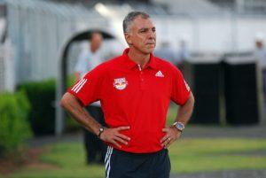 O-técnico-Márcio-Fernandes-comanda-o-Red-Bull-Brasil-e1493182431735