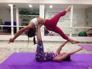 As aulas gratuitas serão ministradas pela professora Cris Schiavinato,  mestra em Yoga, com mais de 25 anos de experiência