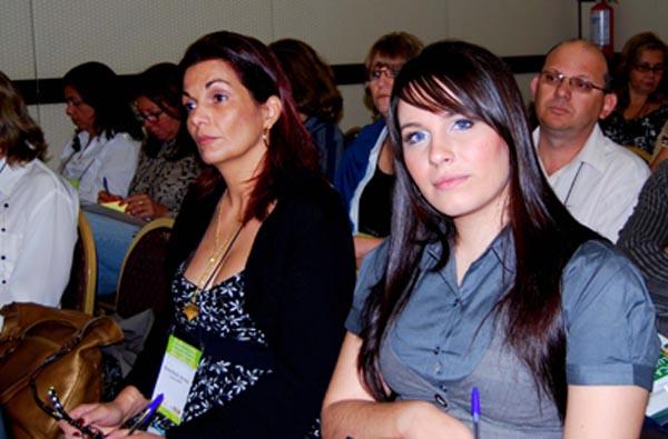 Elena Veronesi (Presidente) e Camilla Sartorato (Assessoria de Imprensa). Representantes da Aps-Down Londrina