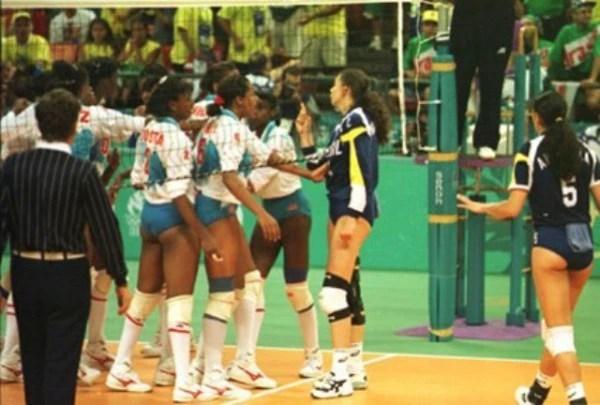 Como jogadora, Ana Moser venceu o bronze em Atlanta (1996). A ex-atacante protagonizou uma briga com as atletas cubanas na semifinal (Foto: Reprodução)