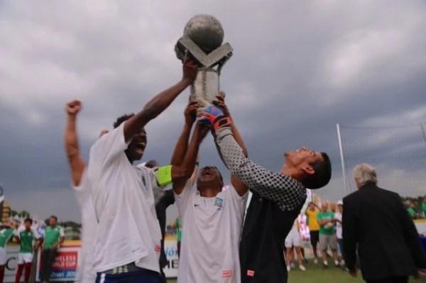 O Brasil se sagrou campeão no da Homeless World Cup no último dia 18. Sem patrocínio, a delegação brasileira foi a menor do torneio (Foto: Divulgação)