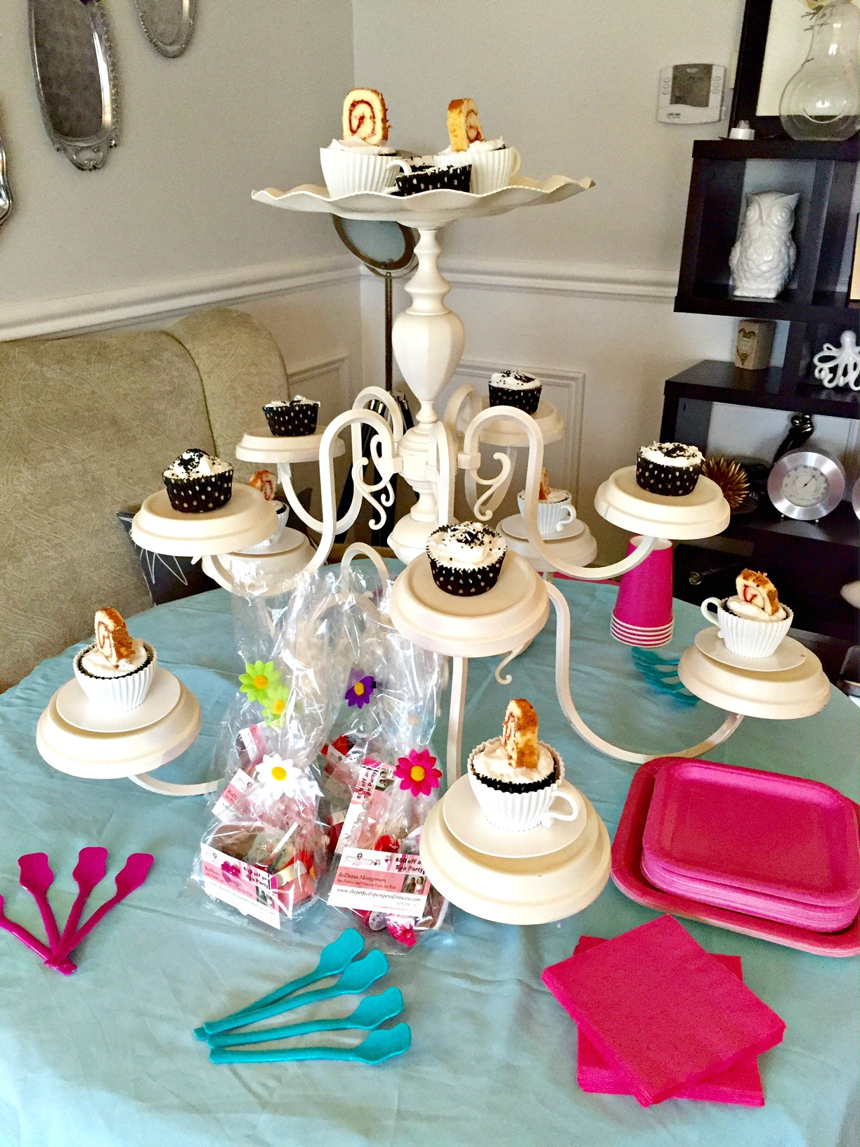 Chandelier cupcake stand a purdy little house girls spa party chandelier cupcake stand how to girls party ideas apurdylittlehouse arubaitofo Image collections