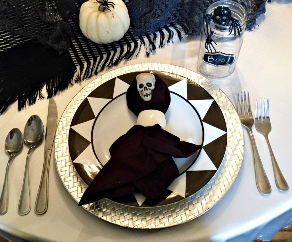 Halloween Tablescape and other easy DIY Halloween decorating ideas. See all the details at apurdylittlehouse.com