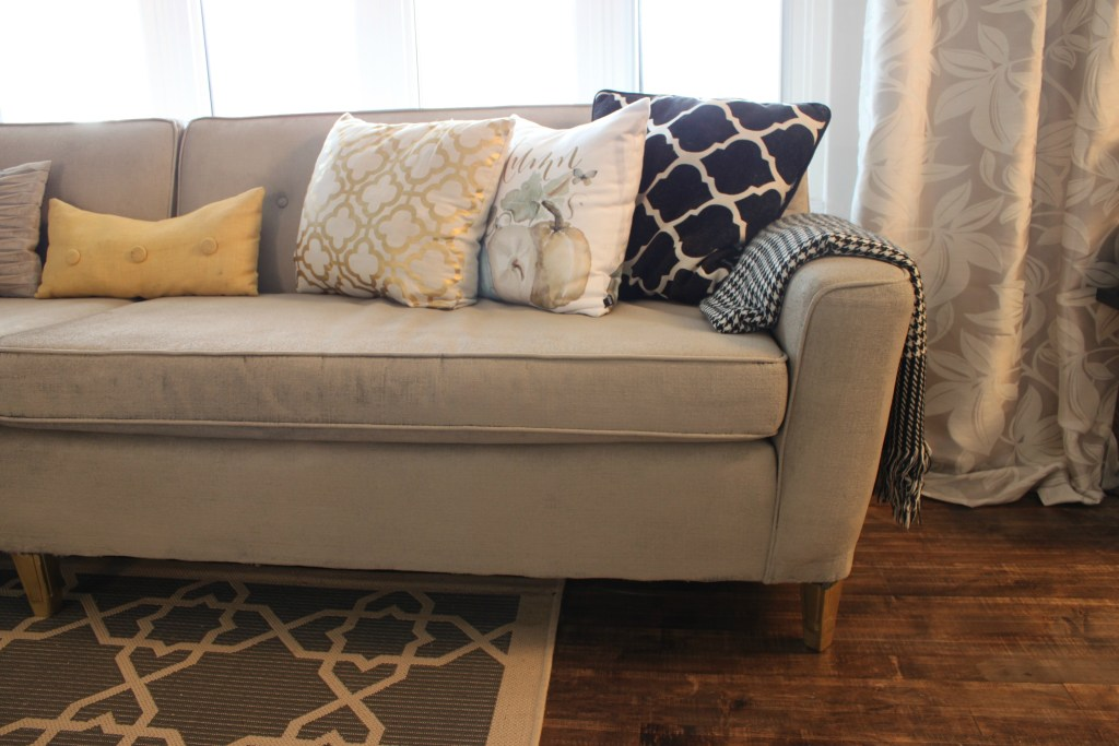 How to Paint Upholstery. See how I painted this couch and made it a retro modern stunner at apurdylittlehouse.com