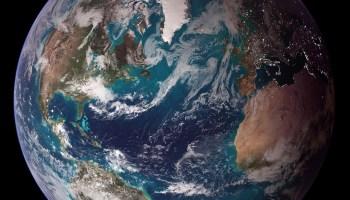 L'effet de serre et la tectonique des plaques sont indispensables au maintien de l'eau à la surface de la Terre. NASA/Goddard Space Flight Center/Reto Stöckli, CC BY