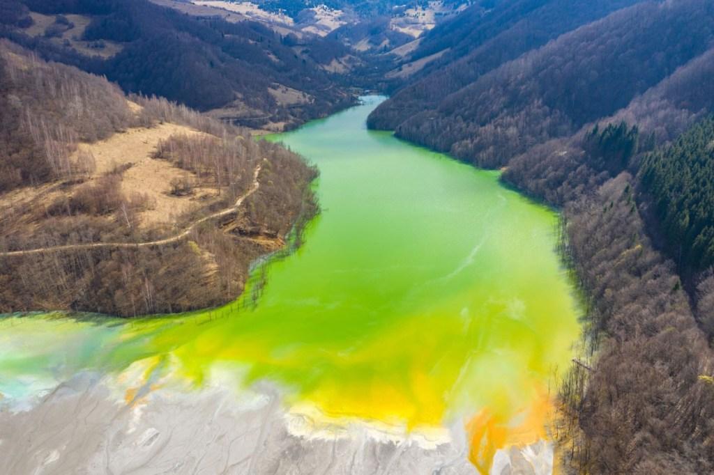 Contamination de l'eau par résidus miniers d'une mine de cuivre