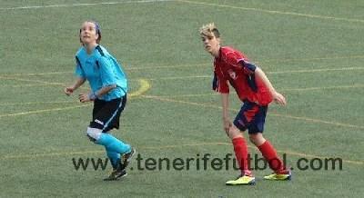 Cristina Moltó (de azul) en de un encuentro de fútbol 11