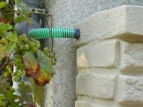 Collecteur d'eau de pluie branché sur le réservoir