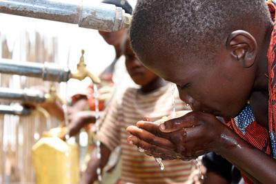 Accès à l'eau potable pour les enfants