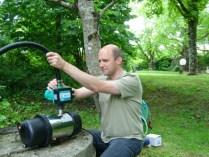 Installation d'une pompe pour un puits