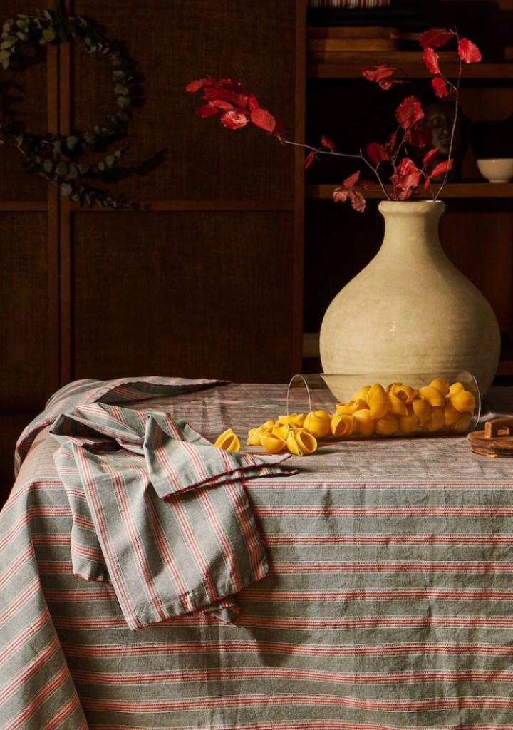 Mantel Bordado Rayas de Zara Home