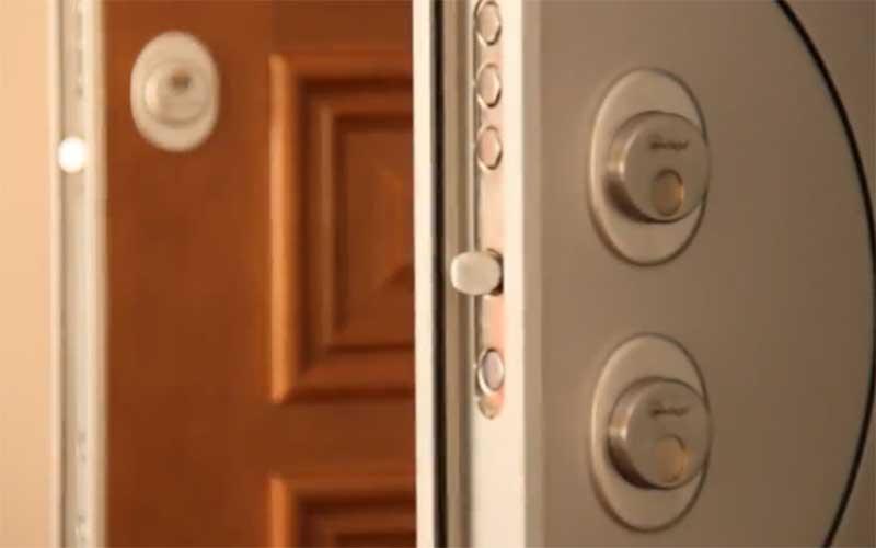 cambiar la cerradura de puerta blindada