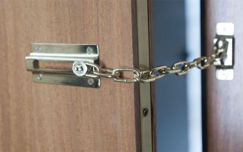 seguridad de la puerta principal