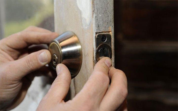 abrir una cerradura trabada