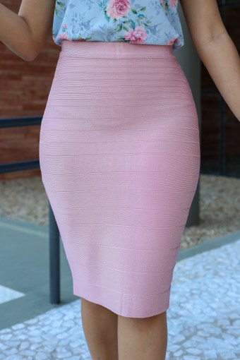 Saia Bandagem Rosa Bebê em Áquila Tauheny Store | Moda Evangélica
