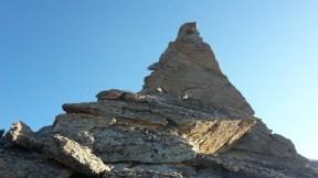 la-bella-piramide-che-si-affronta-a-meta-cresta