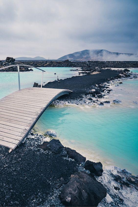 البحيرة الزرقاء بأيسلندا