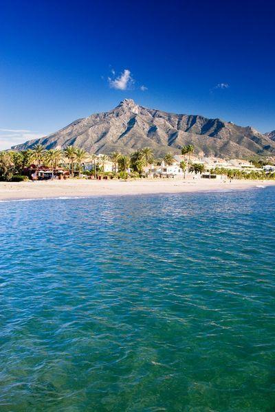 شاطىء مدينة ماربيا