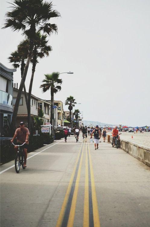 ركوب الدراجات على ممر Boardwalk