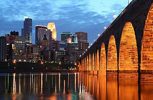 الجسر الحجري في مينيسوتا