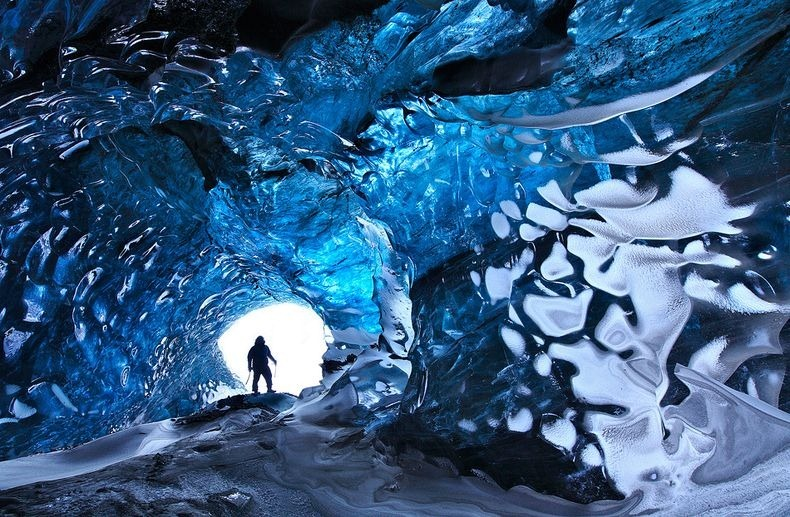 كهوف الجليد الكريستالية