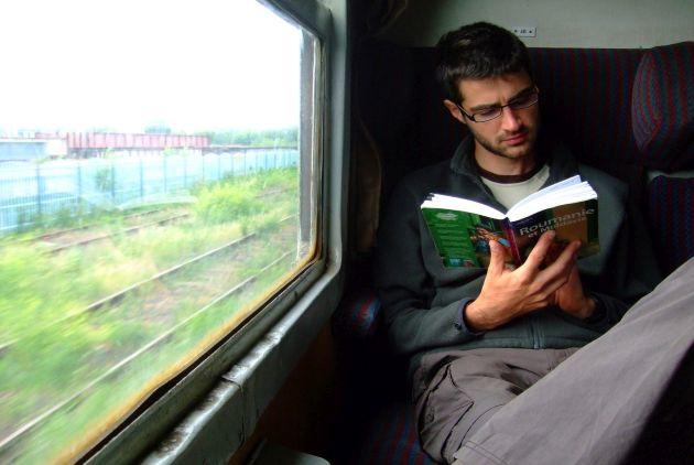 قراءة الكتب أو المجلات