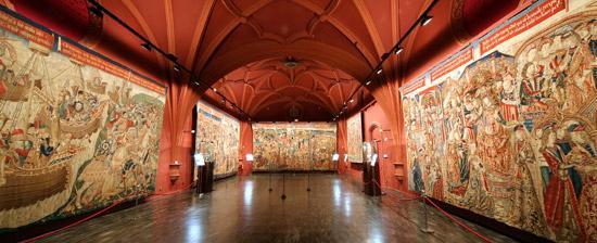 الكاتدرائية و متحف النسيج