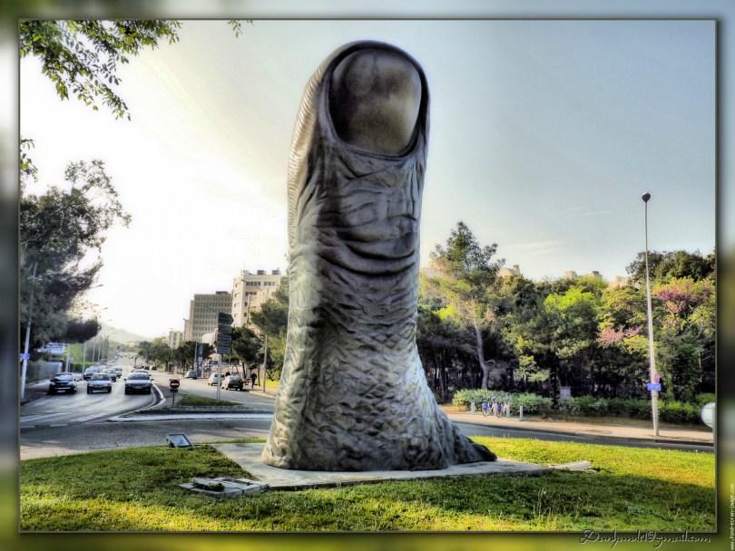 تمثال Le Pouce