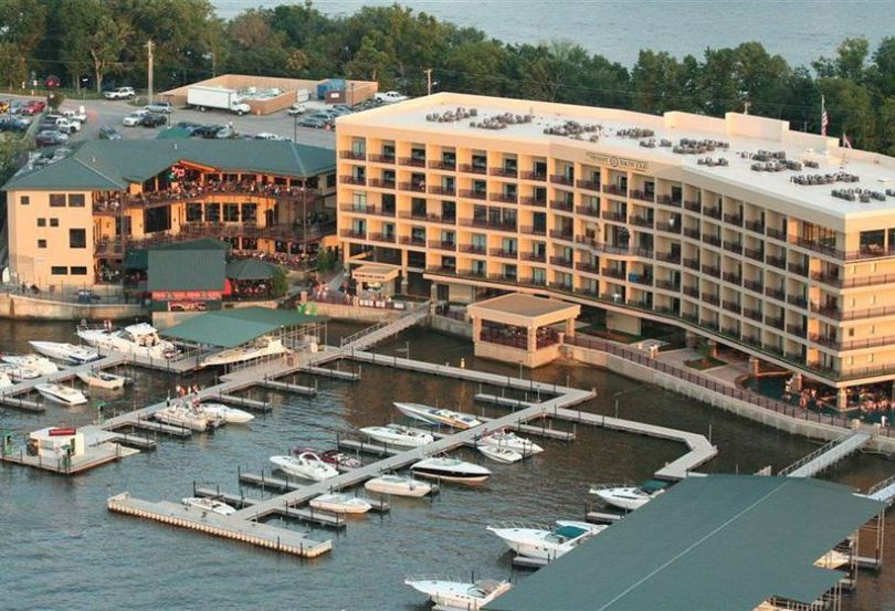 منتجع Camden on the Lake Resort Spa & Yacht Club