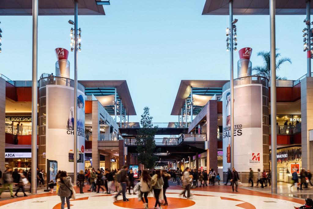 62fb9e1ab يقع مركز ماكينيستا في ضواحي مدينة برشلونة بالقرب من أحياء سانت أندرو و إل  فوندو، وهو أكبر مراكز للتسوق في مدينة برشلونة، مع أكثر من 221 متجرا تنتشر  على ...