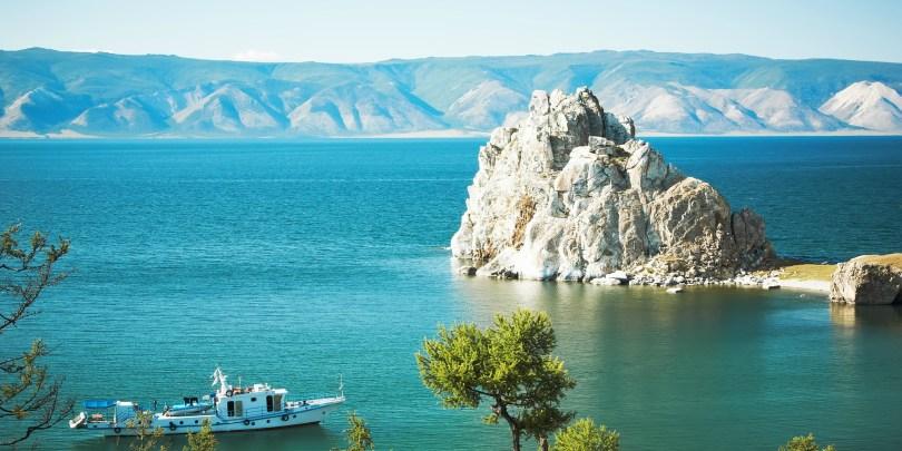 بحيرات فريدة خطفت أنظار عشاق السفر