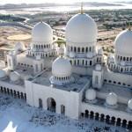 بالصور.. لماذا يعد مسجد الشيخ زايد الكبير الأكثر جمالا في دولة الإمارات العربية المتحدة ؟