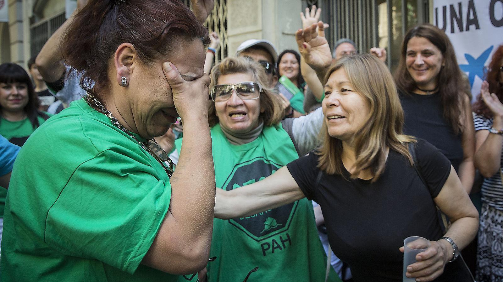Almenys sis desnonaments amb data oberta a Barcelona en una setmana tot i que estan prohibits