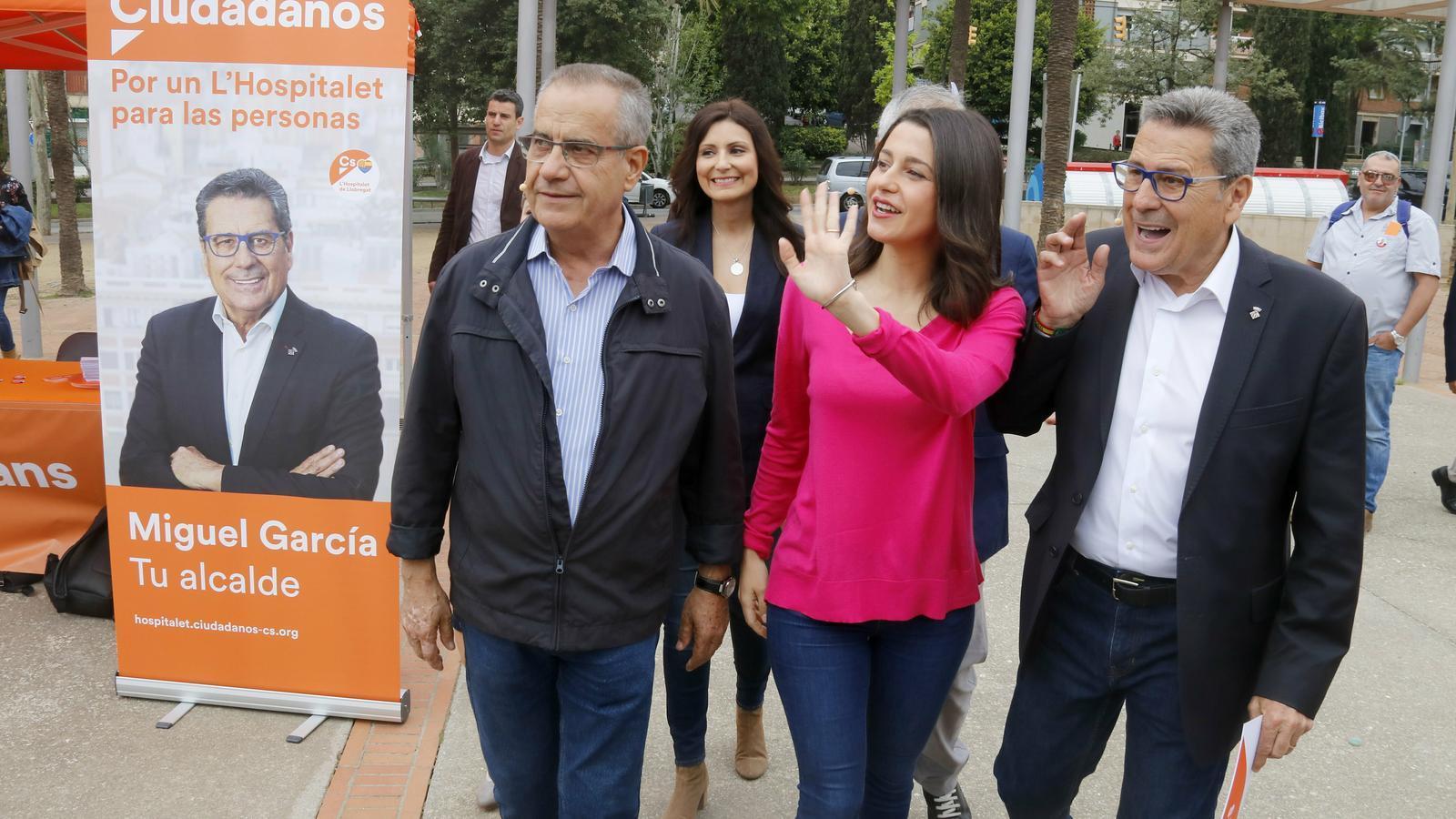 Corbacho torna a l'Hospitalet amb la camisa de Ciutadans i demana el vot per Barcelona