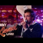 "Albert Hammond Jr. Performs ""Razor's Edge"""